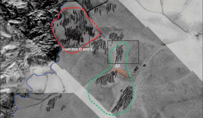 <p>Campos de dunas (líneas negras) en los márgenes de la planicie Sputnik Planitia occidental, con diversas anotaciones de los científicos. / Parteli, Telfer, Radebaugh et al./Science</p>