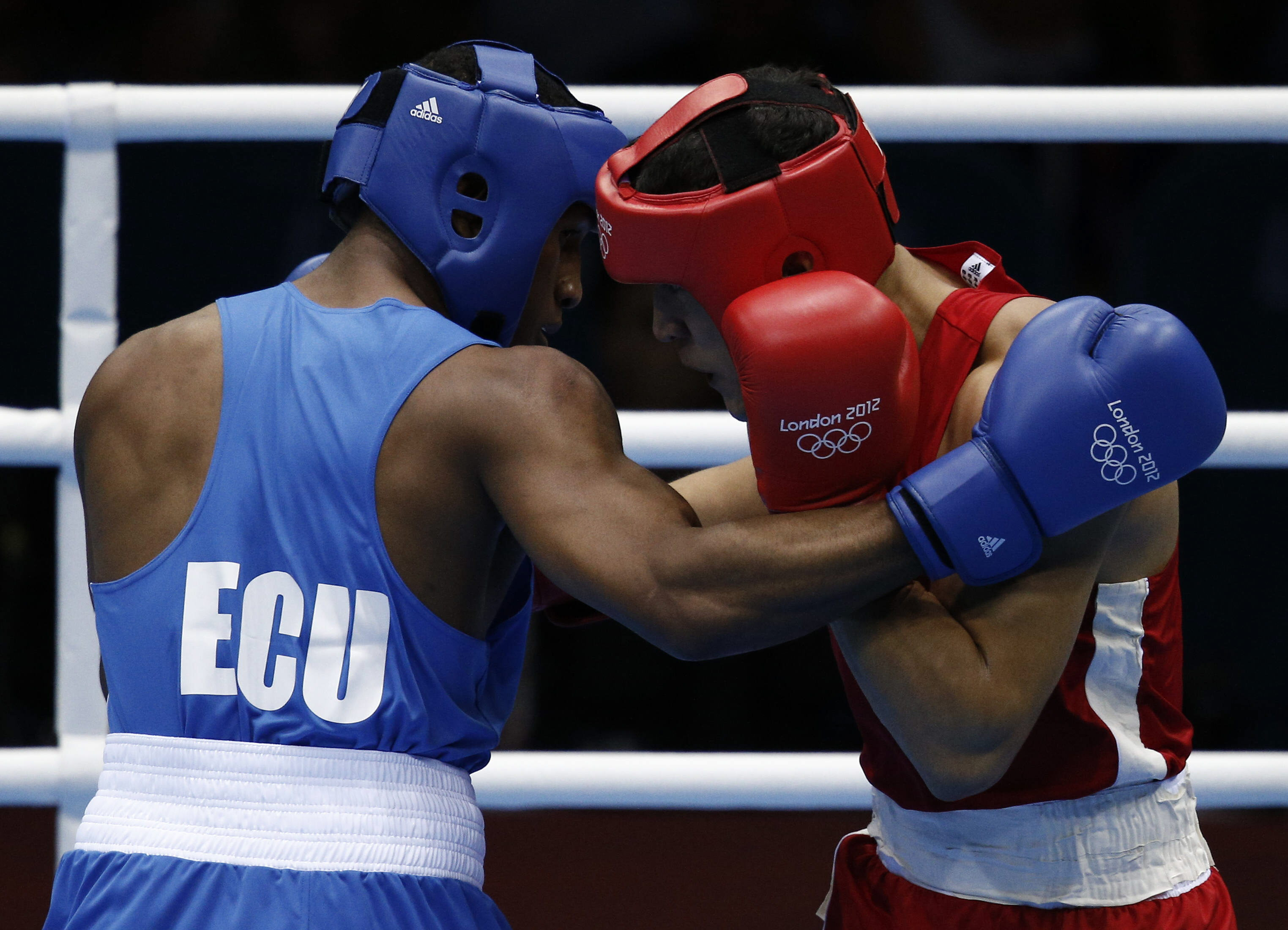 El boxeo olímpico sin casco enciende el debate médico / Reportajes ...