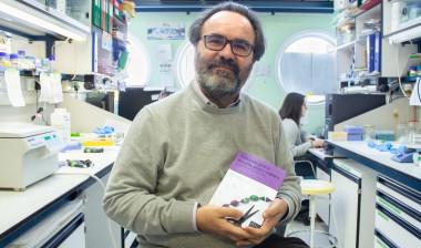 <p>Lluis Montoliu en su laboratorio en el Centro Nacional de Biotecnología / Lucía Torres</p>