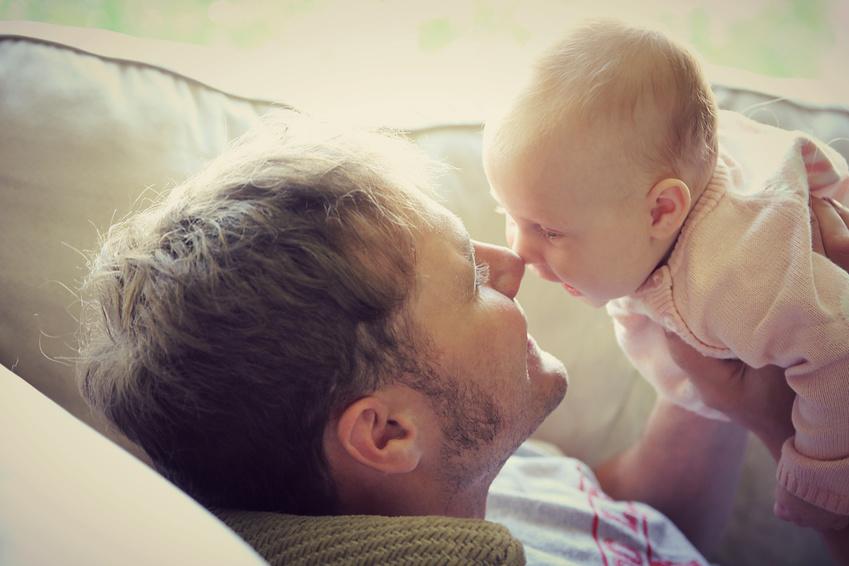 Lo sentimos: tu bebé no te está imitando