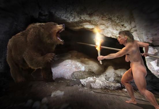 Recreación artística de una mujer neandertal y un oso de las cavernas. / José Antonio Peñas (Sinc)