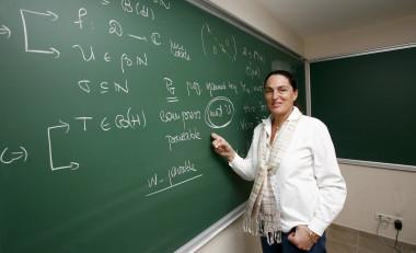 Betül Tanbay, matemática turca que ha sido nombrada miembro del comité ejecutivo de la Sociedad Matemática Europea