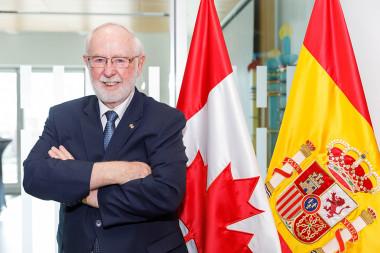<p>El astrofísico Arthur McDonald durante su visita a la Embajada de Canadá en España. / Álvaro Muñoz/SINC</p>
