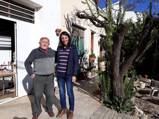 El descubridor del fósil, Juan Cano Forner, junto a la primera firmante del artículo, Elisabete Malafaia