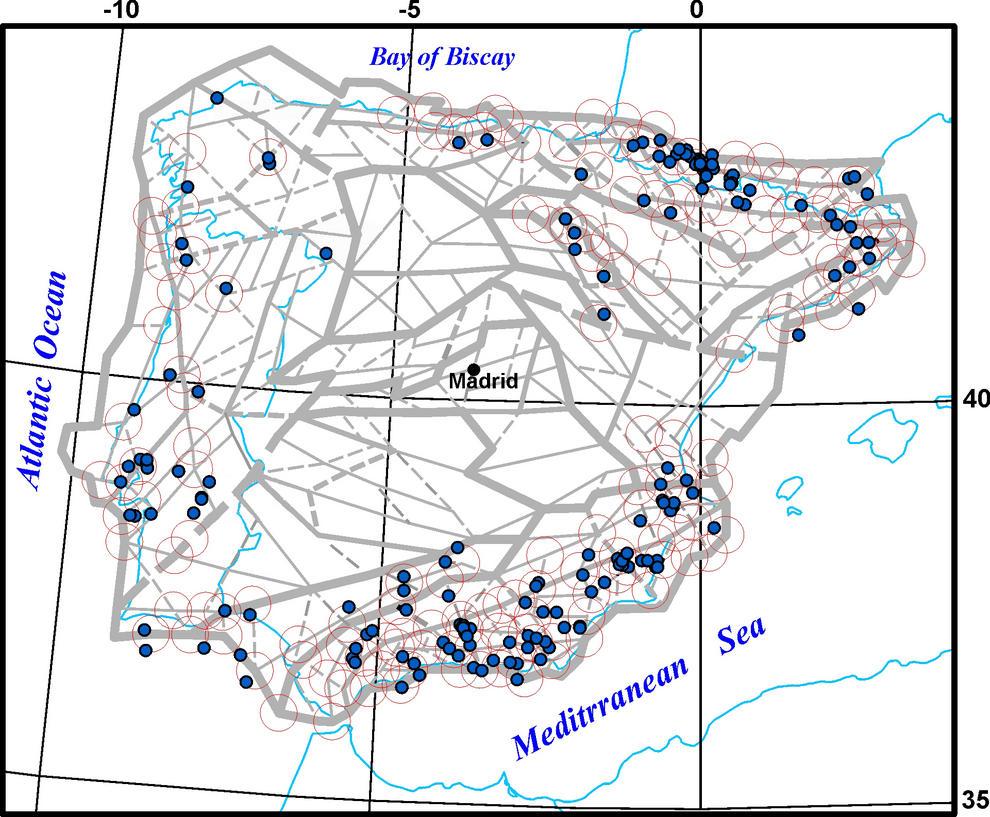 El mapa señala los nodos (círculos) con potencial de generar terremotos moderados en la Península Ibérica y los terremotos registrados históricamente (puntos azules) de esa magnitud.