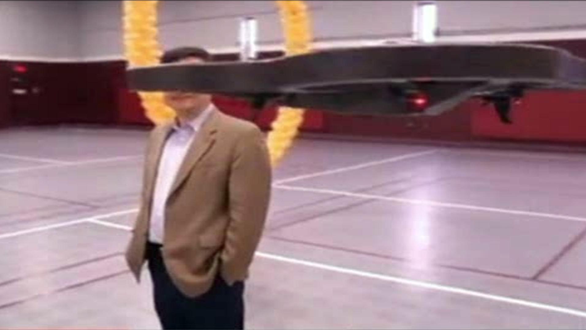 Una tecnología no invasiva permite dirigir con la mente un robot volador