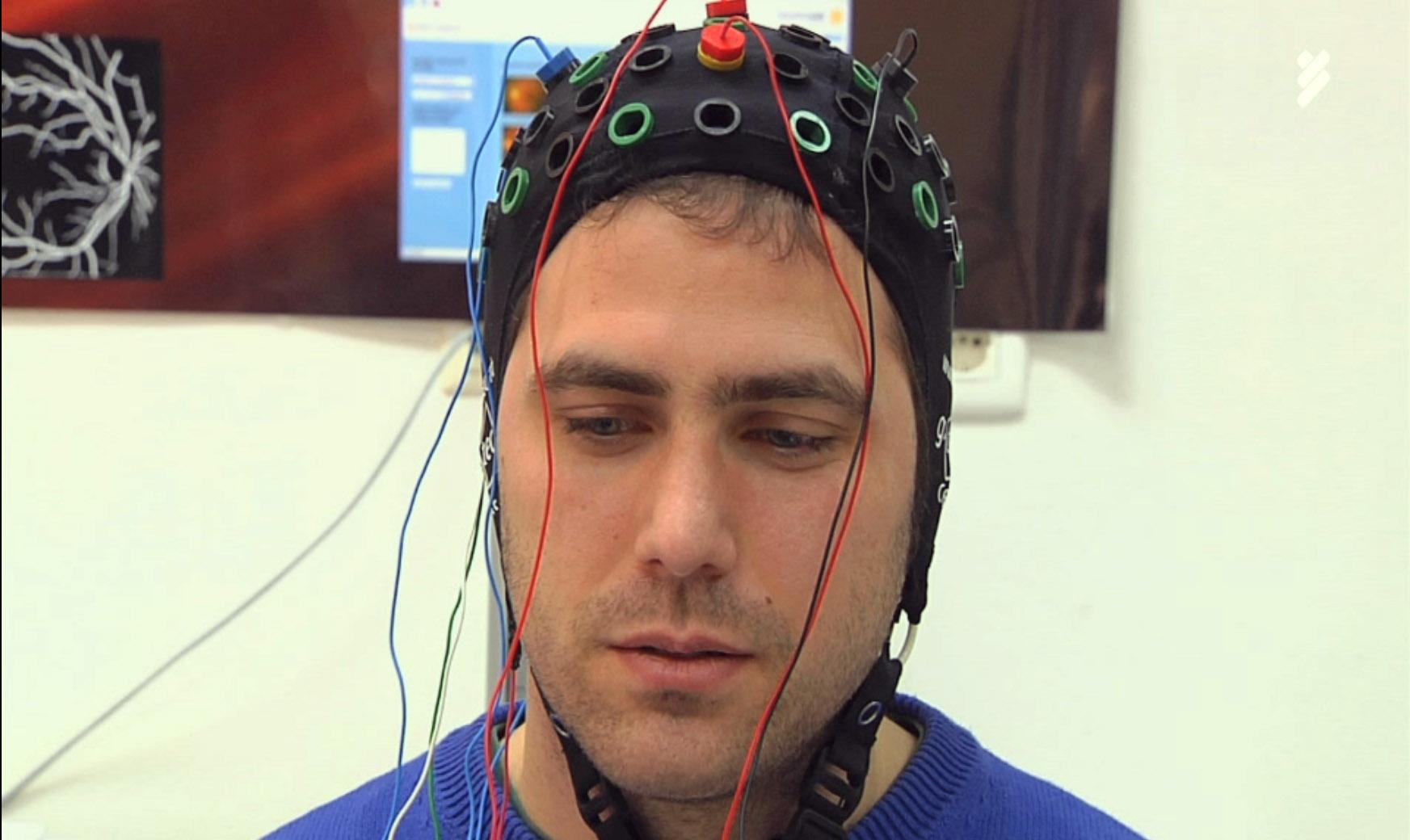 Un casco inteligente transforma los deseos en órdenes