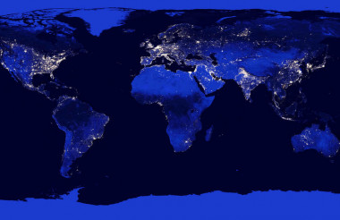 <p>A model predicts that the world's populations will stop growing in 2050 / NASA</p>