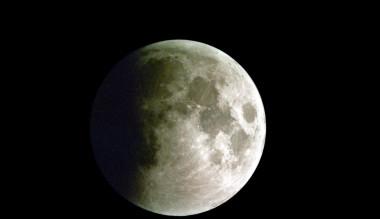 <p>La Luna durante un eclipse lunar parcial. /José María Sánchez Martínez</p>
