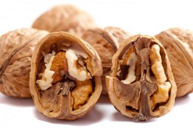 <p/>Las nueces no parecen tener efectos sobre el peso corporal o la presión arterial. / <a href=