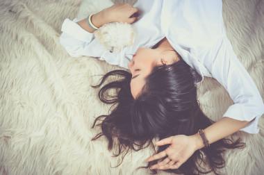 """<p>Lo que las personas informan sobre su sueño difiere muchas veces de la realidad. / <a href=""""https://pixabay.com/es/ni%C3%B1a-dormir-mujeres-mujer-joven-1733352/"""" target=""""_blank"""">Pixabay</a></p>"""