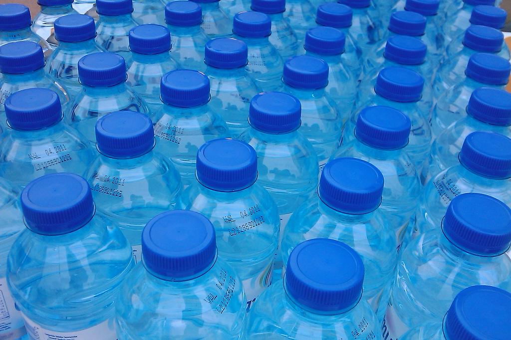 El agua embotellada tiene más polonio radiactivo que la del grifo, aunque sin alcanzar valores preocupantes