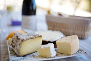 <p>Un nuevo estudio desmonta la idea de que lácteos como los quesos sean perjudiciales para la salud cardiovascular. / Pixabay</p>