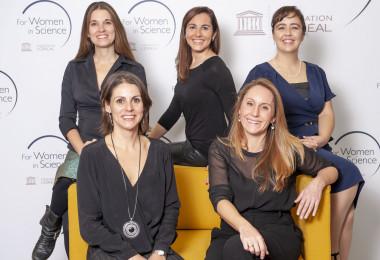 <p>Las cinco científicas premiadas. / Paco Nuevo / L'Oréal</p>