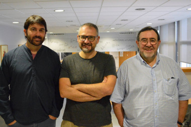 <p>  El biólogo Josep Sardanyès, el físico Álvaro Corral y el matemático Lluís Alsedà, autores del estudio. / BGSMath<br />  <strong></strong><br /><strong></strong></p>