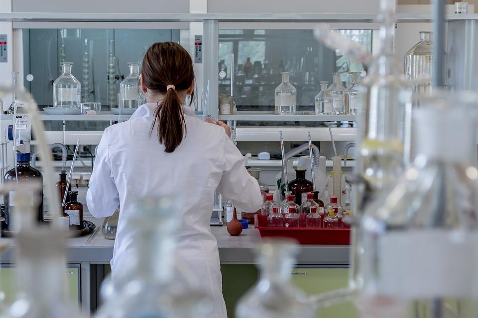 La-mitad-de-las-investigadoras-espanolas-cree-que-ser-mujer-dificulta-su-carrera