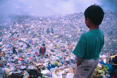 """<p/>La proyección de un futuro saludable, con personas sanas, se basa en reemplazar el modelo de desarrollo de """"crecer ahora, limpiar después"""", por un modelo económico """"cero residuos"""" para el año 2050 / Pixabay"""" /><span style="""