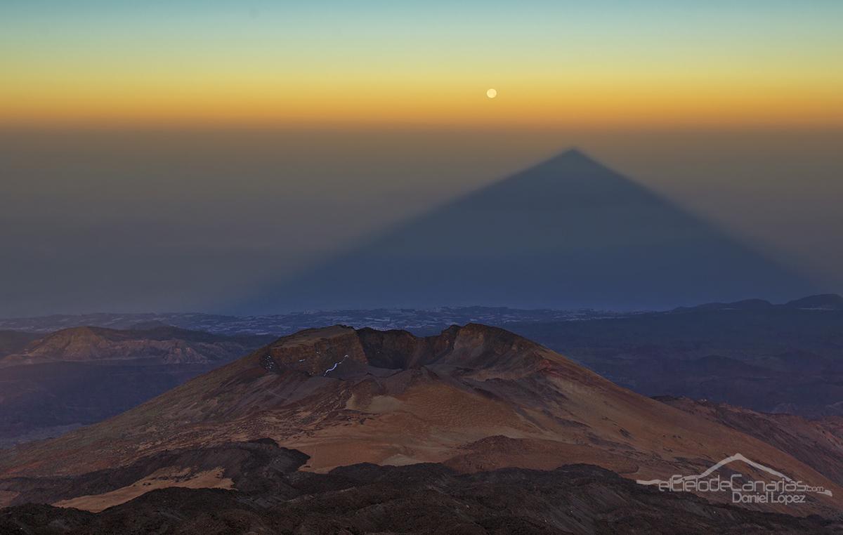 La sombra del Teide se alineará hoy con la luna llena