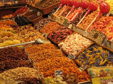 """<p>En las zonas con menos recursos hay unadisponibilidadun67 %más alta de comercios que venden productos no saludables. / <a href=""""https://pixabay.com/es/photos/dulces-comercio-tienda-frutos-secos-2043853/"""" target=""""_blank"""">Pixabay</a></p>"""
