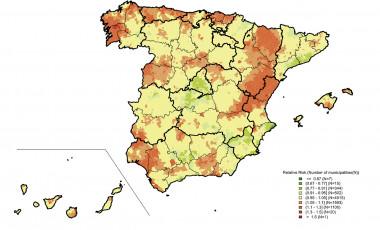 Mortalidad por cáncer de próstata en España (distribución por municipios de los riesgos relativos de muerte en hombres entre 2010 y 2014). En rojo, las zonas más afectadas; y en verde, las que menos. / L. Rodriguez-Sanchez, B. Perez-Gomez et al. / <em/></noscript>Plos One</p> <p>» width=»626″ height=»380″></p> <div class=
