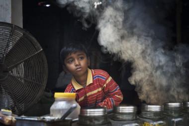 """<p/>Niño en una zona con aire contaminado en la India. / Wikimedia Commons."""" /><span style="""