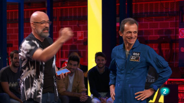 <p>Goyo Jiménez y Pedro Duque en el programa Órbita Laika de la 2 de TVE, coproducido por FECYT. / RTVE</p>