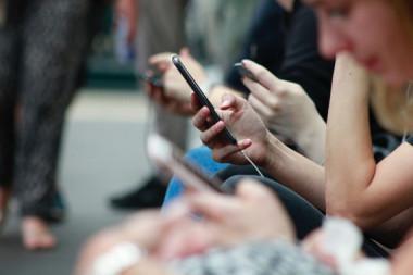 <p>Los investigadores hicieron un seguimiento durante un año a 416 usuarios de teléfonos inteligentes. / UPM</p>