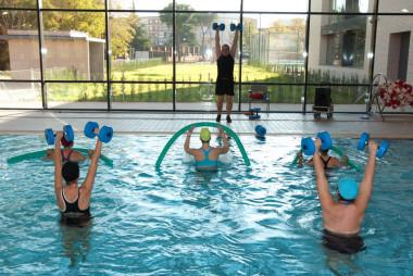 <p/>Si algún usuario de la piscina se orina en el agua seguramente liberará acesulfamo-K, un edulcorante que se puede detectar. / <a href=