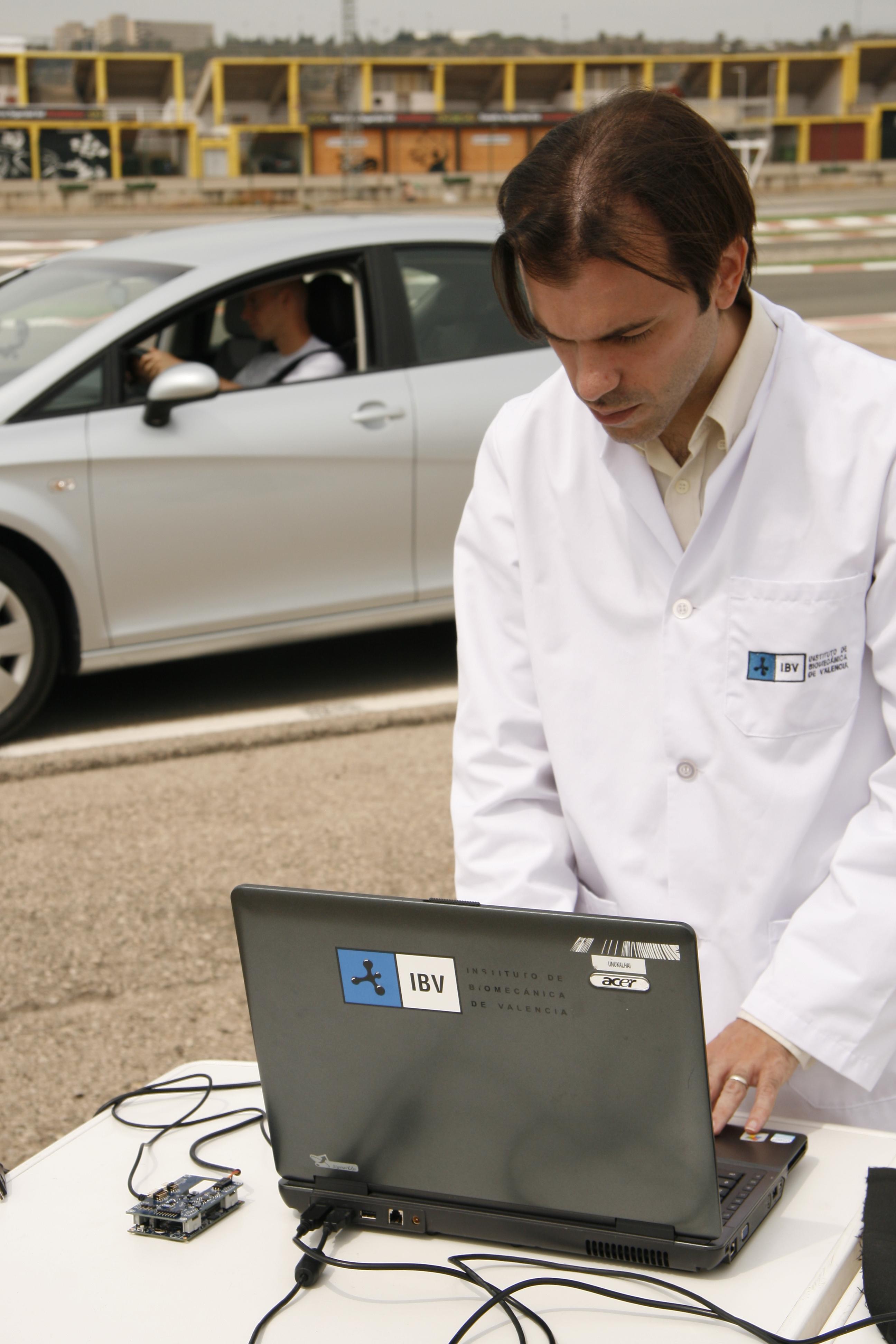 Un nuevo dispositivo hecho de textiles inteligentes medirá la fatiga del conductor