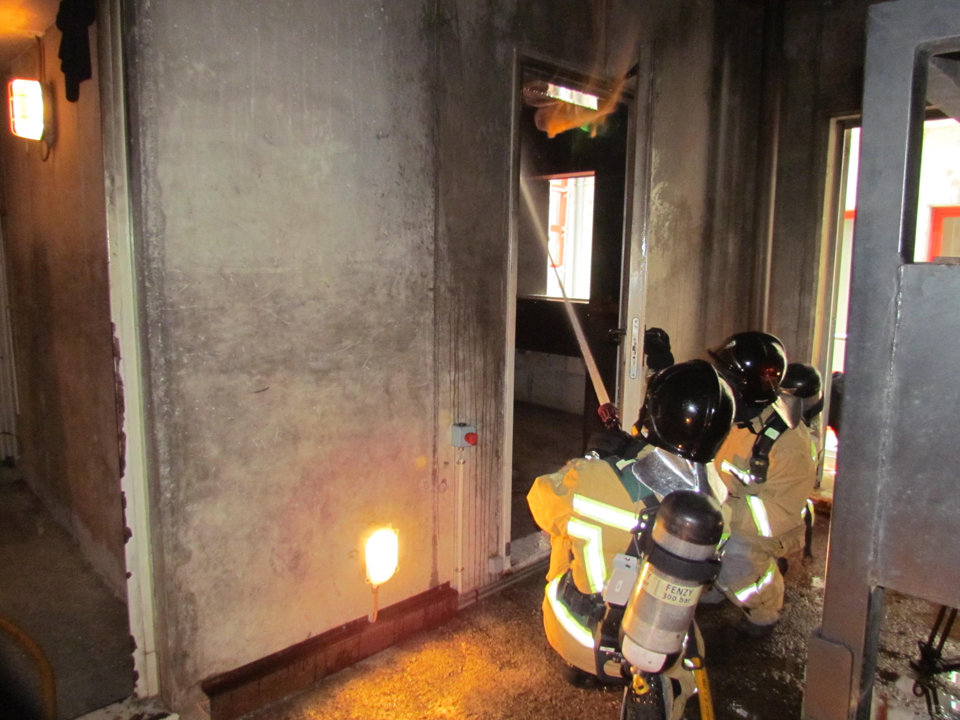 Un traje inteligente incrementa la seguridad de los bomberos