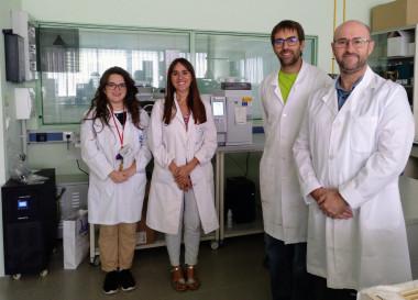 """<p/>Los investigadores han encontrado huellas dactilares olorosas para identificar diferentes vertidos de hidrocarburos en las aguas./ Universidad de Cádiz"""" /><span style="""