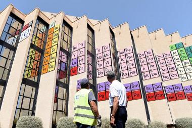 La tabla periódica más grande del mundo está en la fachada de la Facultad de Química de la Universidad de Murcia. / UM</p> <p>